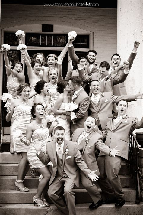 This Is Such A Fun Wedding Party Photo We ♥ This
