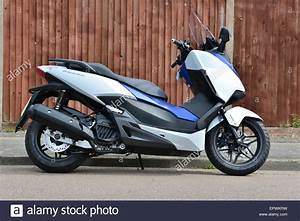 Honda 125 Scooter : honda forza 125 scooter stock photo royalty free image 82928269 alamy ~ Medecine-chirurgie-esthetiques.com Avis de Voitures