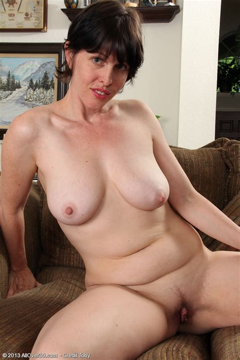 Sexy Milf Moxy Reveal Her Mouth Watering Melons Milf Fox