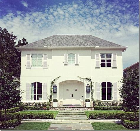 House With White Shutters by Best 25 White Front Doors Ideas On Front