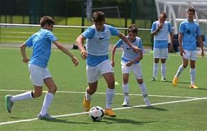 But Foot Enfant : soutenir l 39 enfant qui veut devenir un joueur de football professionnel ~ Teatrodelosmanantiales.com Idées de Décoration