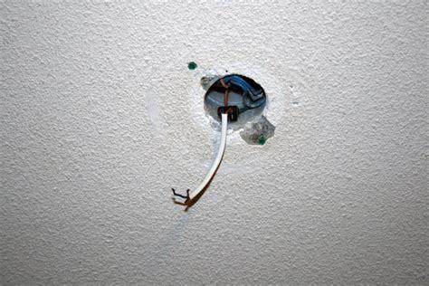 comment installer luminaire plafond comment installer des spots sur c 226 ble ou rails conseils et astuces bricolage d 233 coration