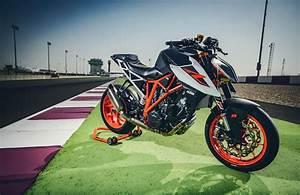 Ktm 1290 Super Duke 2017 : 2017 ktm 1290 super duke r with race kit review weaponized ~ Medecine-chirurgie-esthetiques.com Avis de Voitures