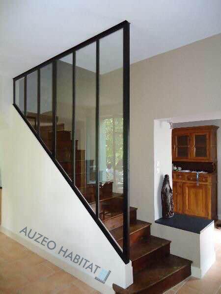 escalier entre cuisine et salon auzeo habitat vérandas verrières toitures façades