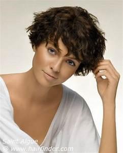 Coupe Courte Cheveux Bouclés : coupe de cheveux courte visage rond ~ Melissatoandfro.com Idées de Décoration