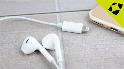 video showcases functioning iphone lightning earpods