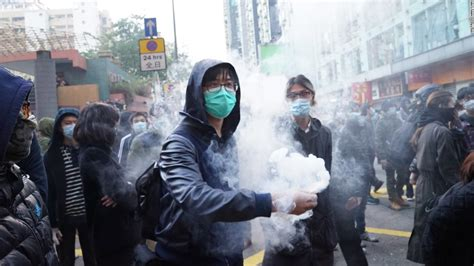 hong kong police fire shots  mong kok fishball riot cnn