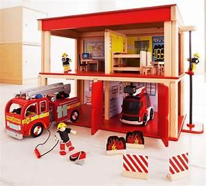 Spielzeug Jungs Ab 2 : feuerwehrhaus 2 r ume spielzeug im jako o online shop geschenkideen f r benjamin pinterest ~ Orissabook.com Haus und Dekorationen