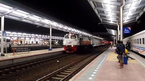 Maybe you would like to learn more about one of these? Kereta Api Eksekutif di Stasiun Cirebon Prujakan - YouTube