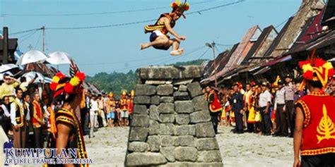 menikmati pesona alam  budaya masyarakat nias sumatera
