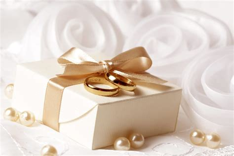 11 Unique & Creative Wedding Gift Ideas On A Cheap Budget