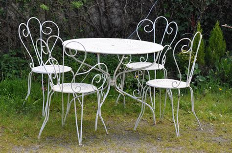chaises fer forgé great table ronde salon de jardin fer forgé pictures gt gt de