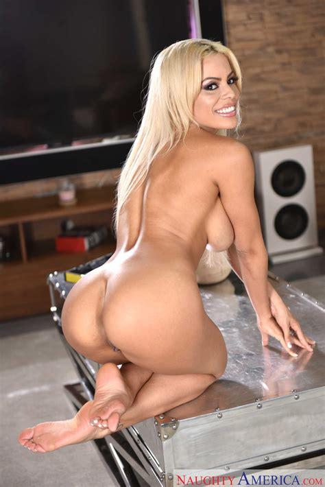 Blonde Luna Star Gets Fucked MILF Fox