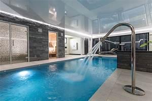 magnifique extension bois avec piscine interieure With construction maison avec piscine interieure