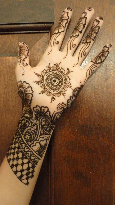simple henna tattoo  hand