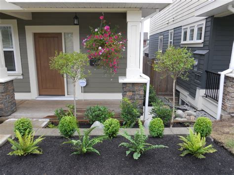 front yard landscaping    contemporary