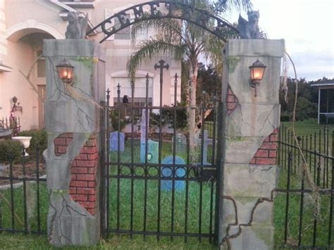 Halloween Graveyard Fence Prop by 17 Best Images About Halloween Cemetery Skulls On Pinterest