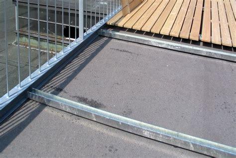 Dachterrasse Auf Flachdach by Dachterrasse Mit Gelaender Und Holzrost 04 Amgn