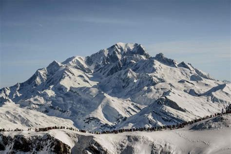 france tightens rules  mont blanc access  combat