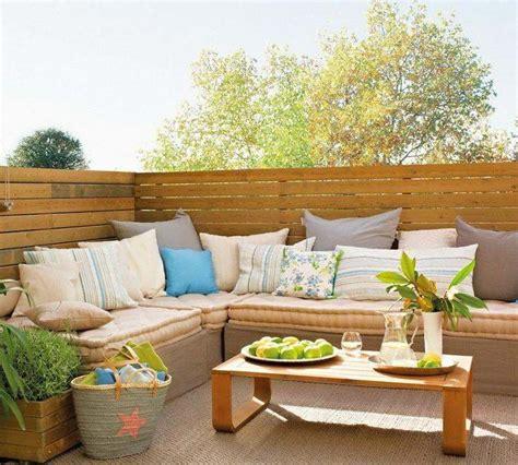 canapé balcon idée déco apportez esprit printanier dans votre espace maison