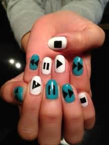 Latest simple nail art designs for short nails