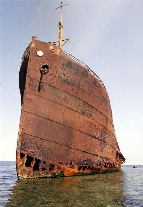 pictures  shipwrecks   world