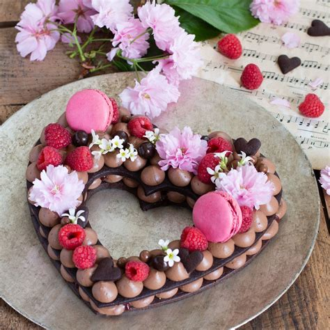 Préparation de la pâte sablée au chocolat placez la farine, le sucre glace, le cacao et le sel dans un récipient ou dans. Cœur chocolat framboises (façon Number cake) en 2020 (avec images) | Chocolat framboise, Gâteaux ...