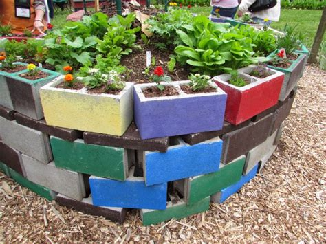 Planters With Bench Seating by How To Build A Raised Bed Garden Out Of Cinder Blocks