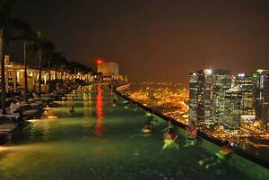 Infinity pool in Marina Bay Sands Skypark, Singapore ...