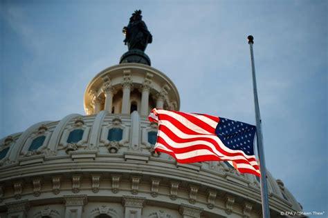 alle amerikaanse vlaggen op overheidsgebouwen drie dagen