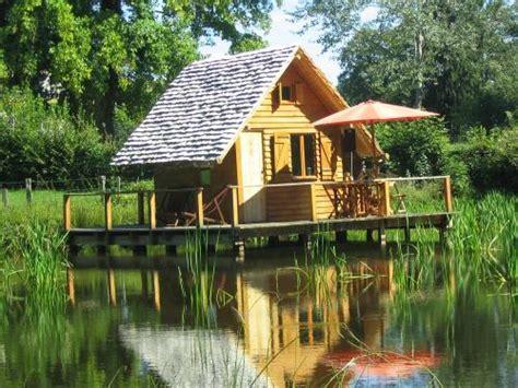 chambre d hotes insolites cabane sur l 39 eau sud morvan insolite chambre d 39 hôtes à poil