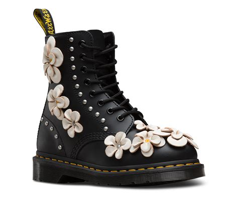 dr martens a fiori 1460 pascal flower 1460 combat boots dr martens official