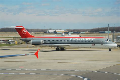 File:Northwest Airlines DC-9-41; N758NW@DTW;16.04.2007 ...