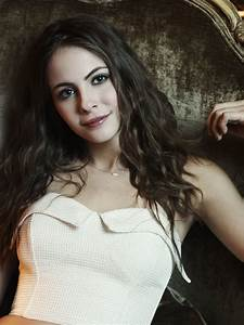 Hot And Sexy Beautiful Willa Holland Pics - Barnorama