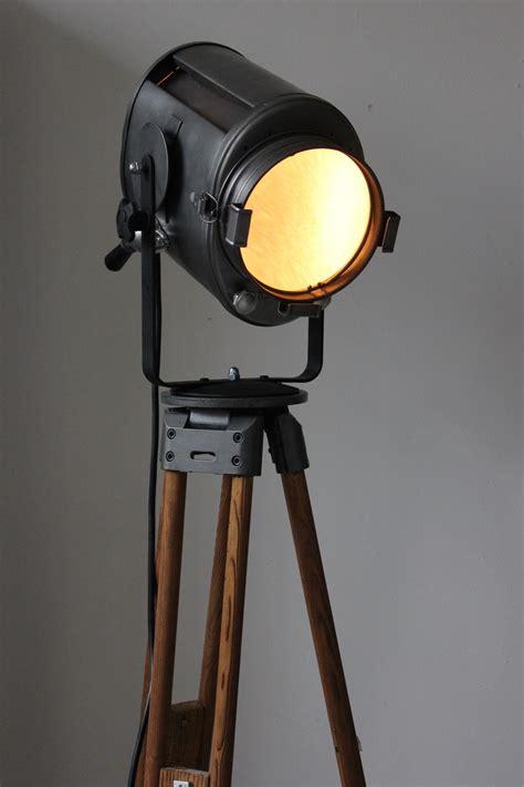 projecteur de cinema cremer paris poli graphite trepied bois 1