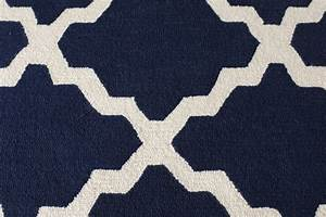 Modern americana family room rugs and pillows school of for Modern carpets and rugs texture