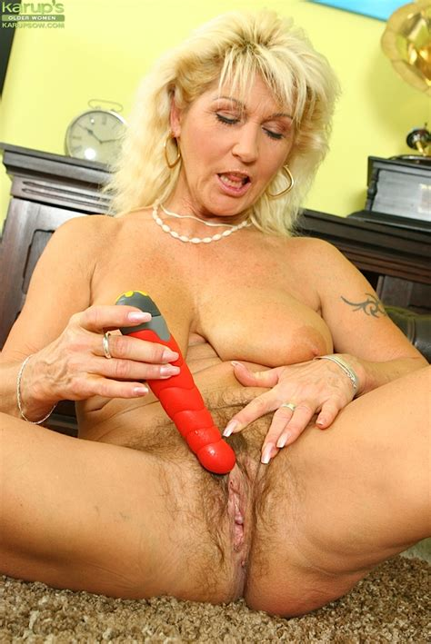 mature blonde with big saggy tits and shaggy cunt playing with a red sex toy