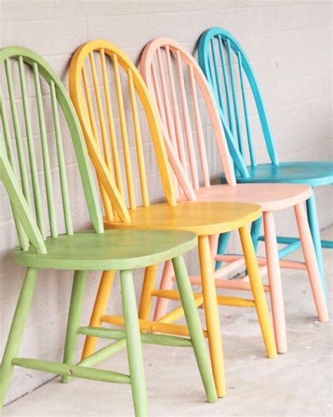 repeindre des chaises repeindre des chaises en bois peinture pour chaise en