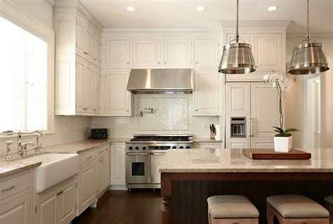 pictures of kitchen backsplashes with white cabinets buying white kitchen cabinets for your cool kitchen