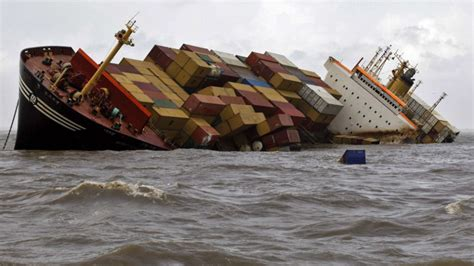Big Boat Collisions by In Pictures Container Ship Collision Sends 2 Tons Of