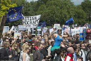 Brexit protests see thousands take to the streets of ...