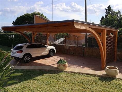 tettoia legno auto posto auto in giardino