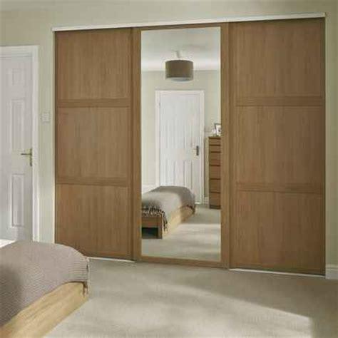 howdens shaker mirror oak sliding wardrobes bedroom