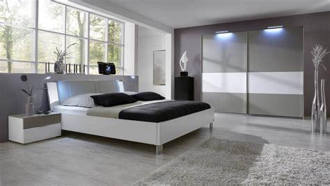 tableau d馗oration chambre adulte parquet blanc chambre chambre coucher chambre adulte blanche parquet flottant ottoman spots encastres tableau rideaux chambre coucher blanc