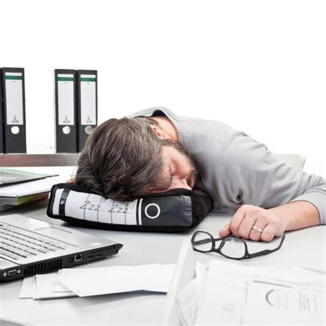 sieste bureau covert workplace napping pillows at work