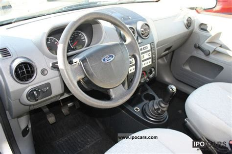 ford fusion  trend car photo  specs