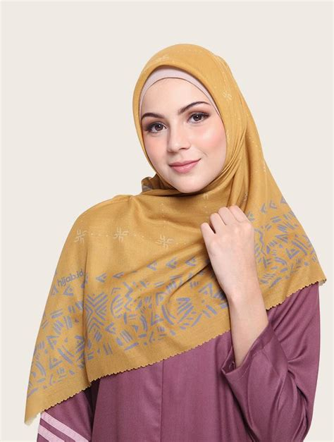 mono apricot hijabid