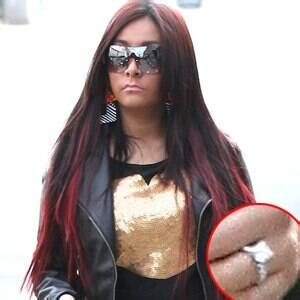 snooki flashes engagement ring baby bump still in hiding e news