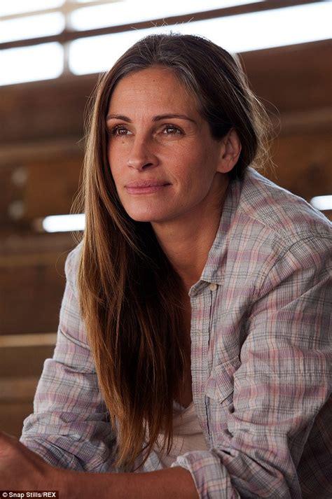 how old is actress julia roberts julia roberts estranged half sister s fianc 233 denies she