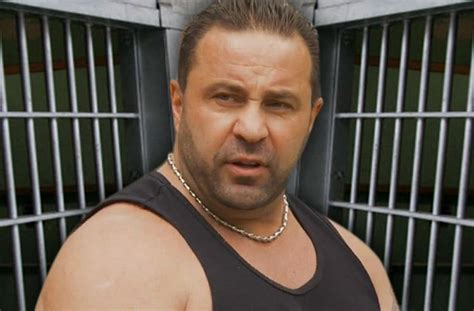 Joe Giudice Hides In Cell To Avoid Cons